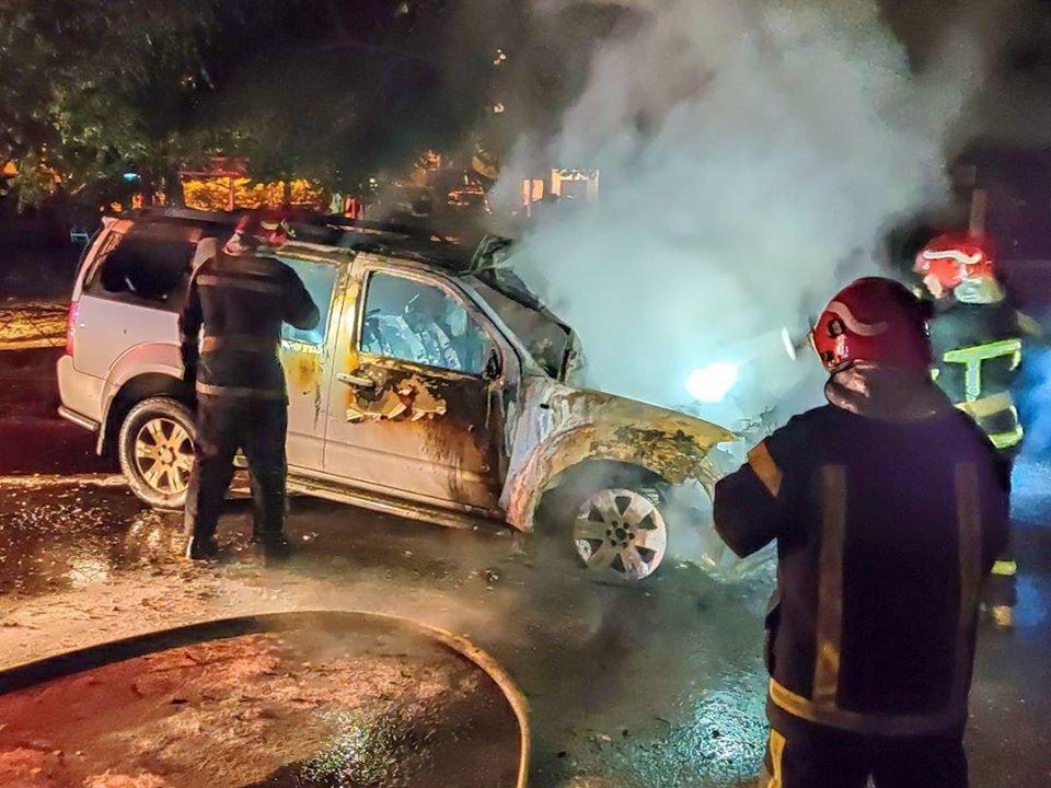 В Киеве на Осокорках ночью сгорел автомобиль, - ФОТО, фото-1