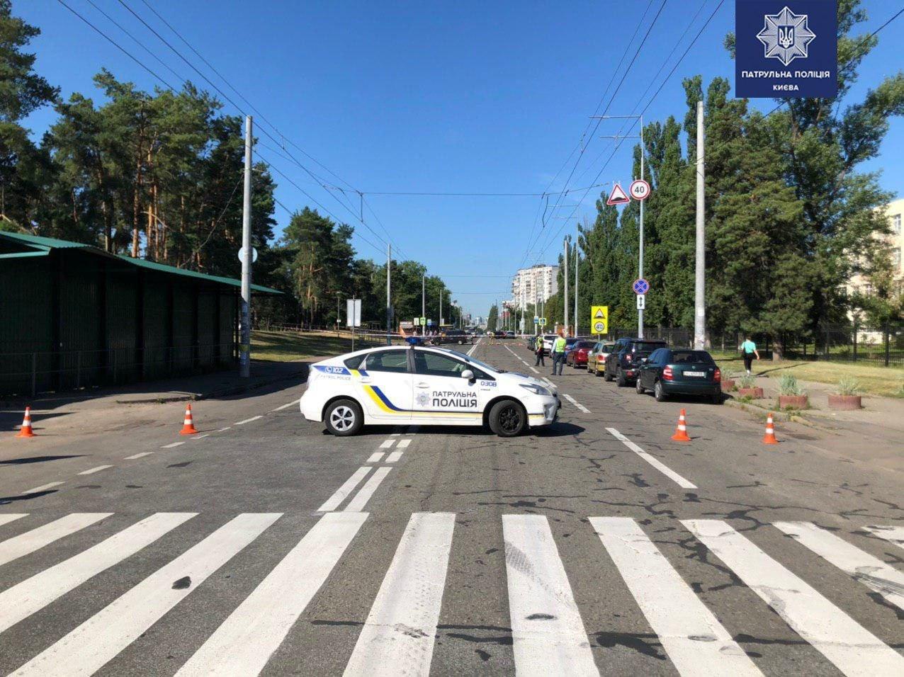 В Киеве перекрыли дорогу недалеко от станции метро: детали , фото-2