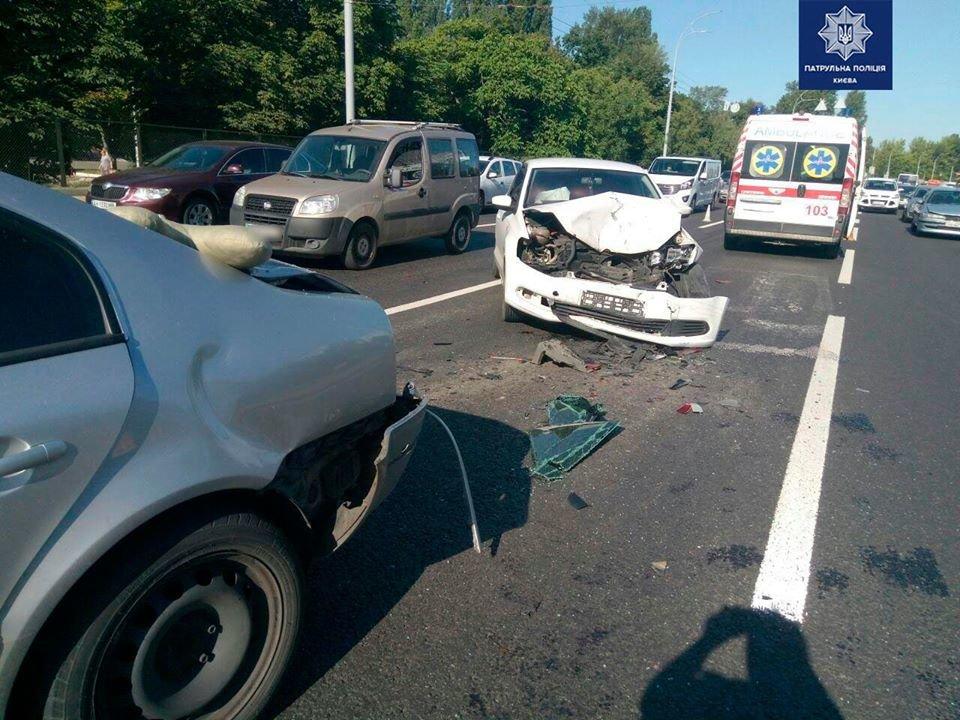 В Киеве пьяный водитель устроил тройное ДТП, - ФОТО, фото-1