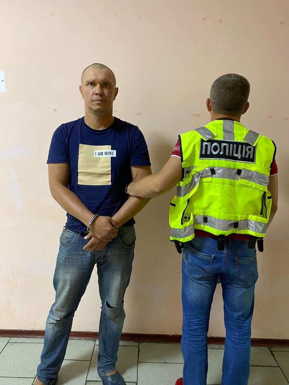 Жестоко избил девушку в поезде: мужчину арестовали, ему грозит до 7 лет тюрьмы, фото-1, Фото Антона Геращенко в Facebook