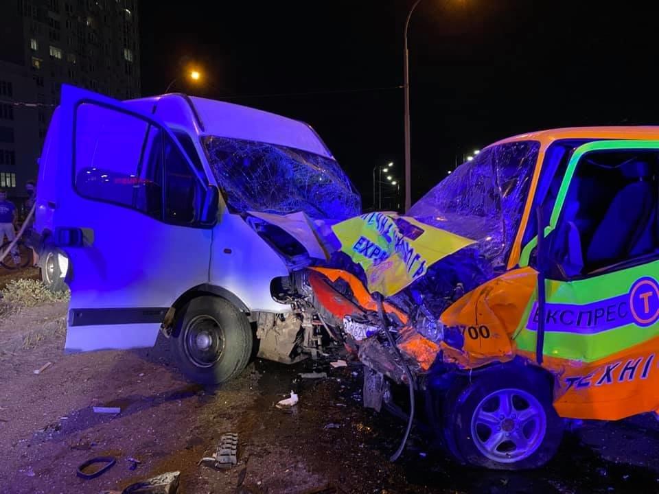 ДТП в Киеве: на Оболони произошло лобовое столкновение - ФОТО, фото-3