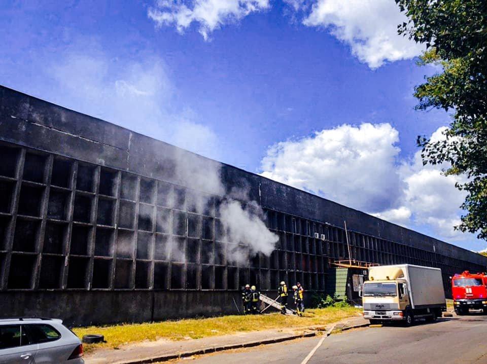 В Киеве на Святошино  загорелся склад - ФОТО , фото-2