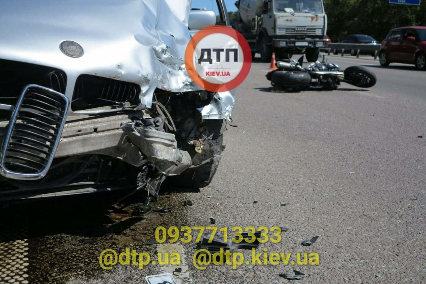 В Киеве произошло серьезное ДТП: легковушка сбила мотоциклиста - ФОТО, фото-3