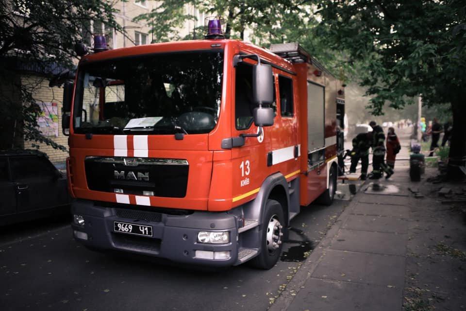 В Киеве во время пожара на Воскресенке погиб квартирант  , фото-1