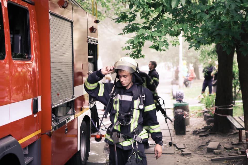 В Киеве во время пожара на Воскресенке погиб квартирант  , фото-2