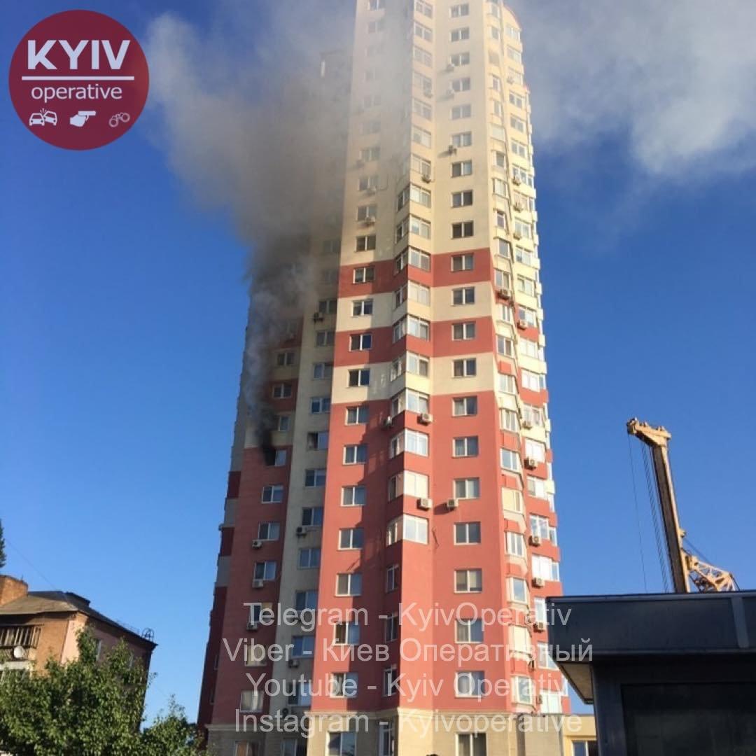 В Киеве горит жилая высотка, ФОТО, фото-1