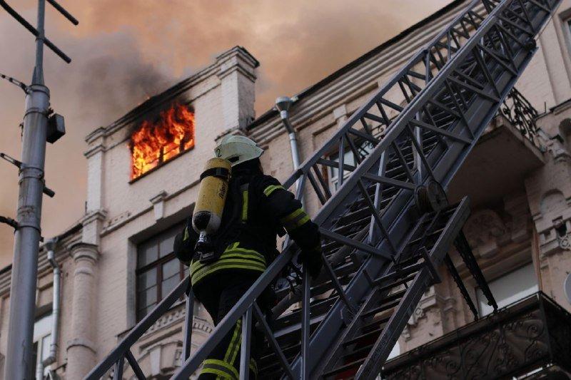 В жилом доме в центре Киева произошел пожар, фото-1