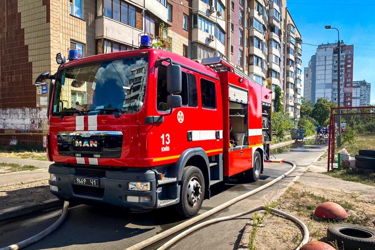 В Киеве на Троещине сгорел магазин, - ФОТО, фото-2