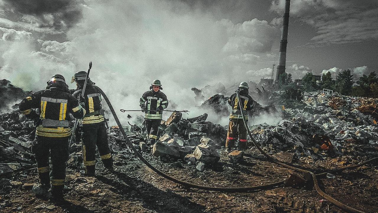 В Дарницком районе Киева вспыхнул пожар на свалке, фото-1