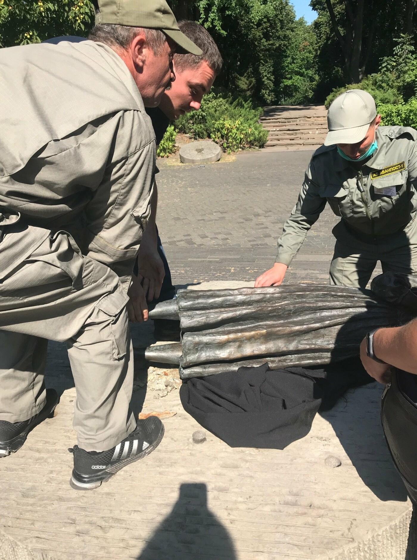 В Киеве демонтировали скульптуру девочки с колосками в музее Голодомора: что произошло, фото-2