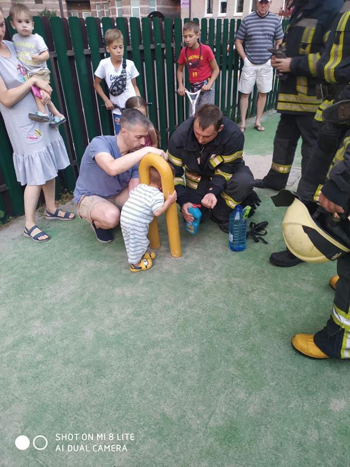 В Киеве двухлетний мальчик застрял в спортивном тренажере - ФОТО, фото-3