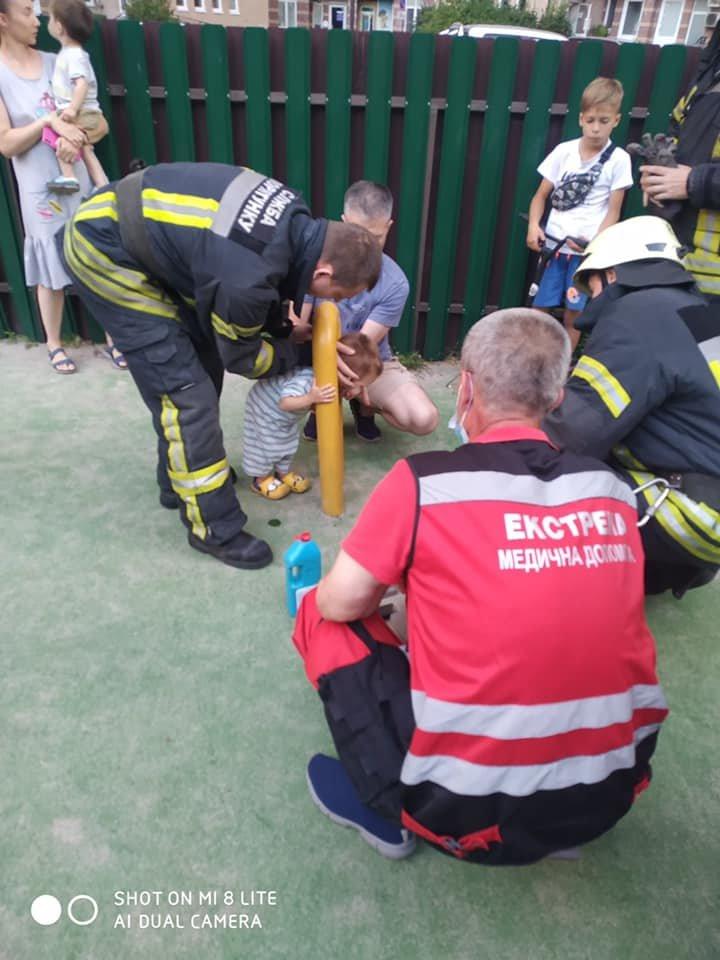 В Киеве двухлетний мальчик застрял в спортивном тренажере - ФОТО, фото-2