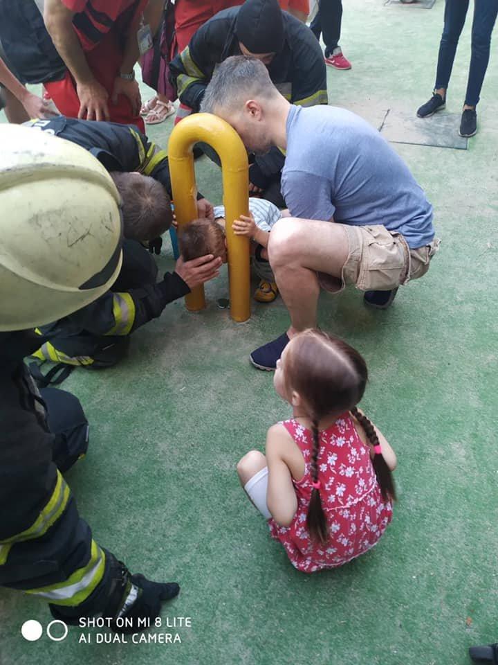 В Киеве двухлетний мальчик застрял в спортивном тренажере - ФОТО, фото-1