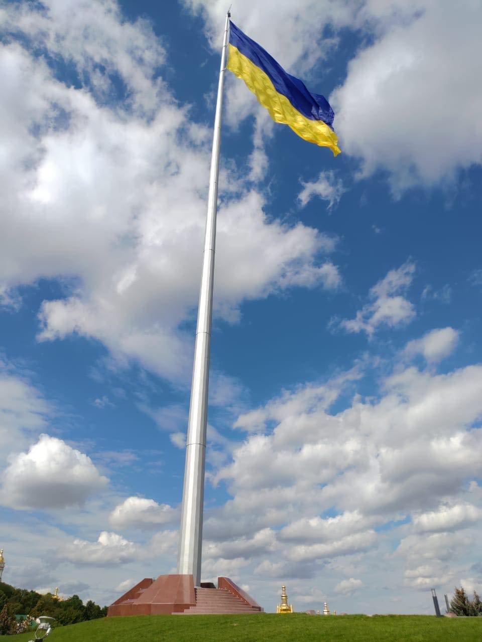 С нового флагштока в центре Киева сняли огромный флаг: что произошло, ФОТО, фото-1, Фото Виталия Кличко