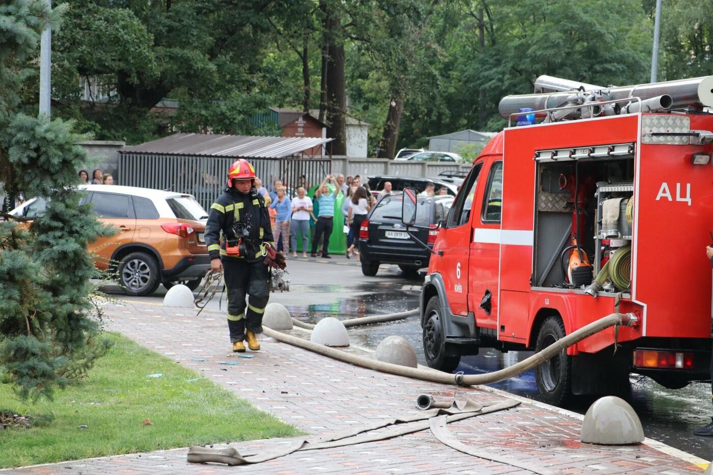 В Киеве во время пожара в многоэтажке заживо сгорел мужчина - ФОТО, фото-6