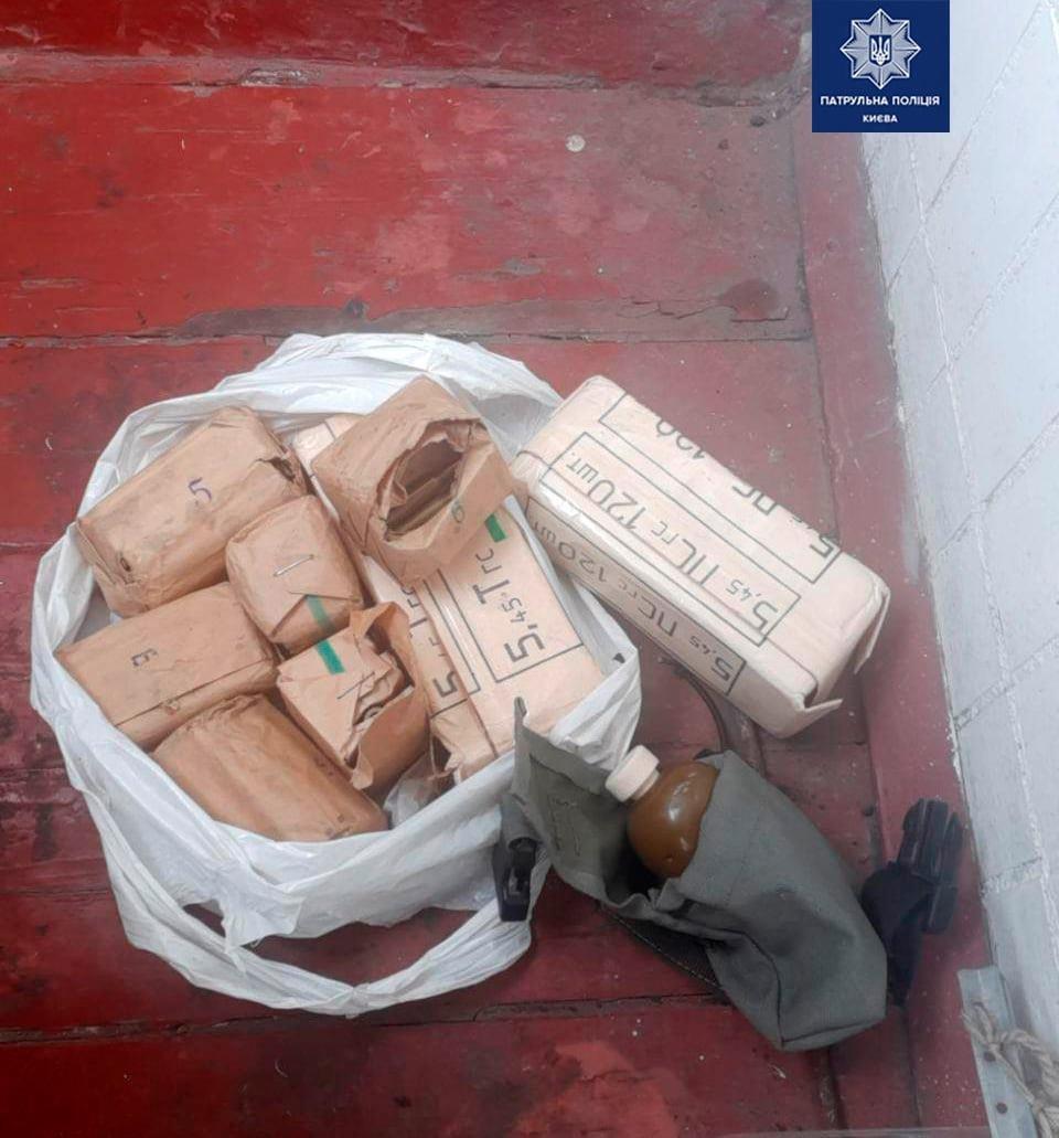 В Киеве в квартире у 73-летней пенсионерки нашли тайник с оружием - ФОТО, фото-2