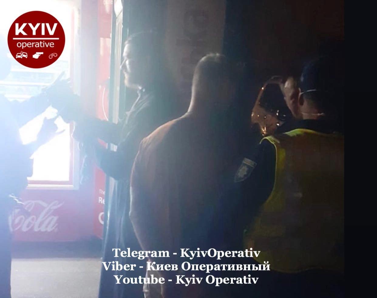 В Киеве возле одного из ТРЦ избили священника, ФОТО, фото-1
