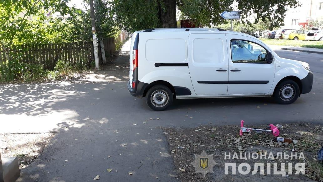 Под Киевом автомобиль сбил двухлетнего ребенка на самокате , фото-1