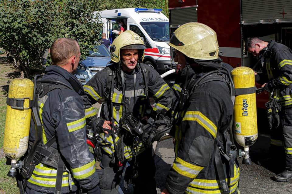 В Киеве на Троещине вспыхнул пожар в жилом доме - ФОТО, фото-3