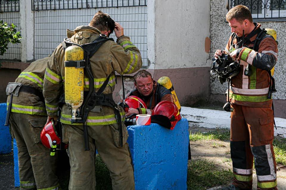 В Киеве на Троещине вспыхнул пожар в жилом доме - ФОТО, фото-4