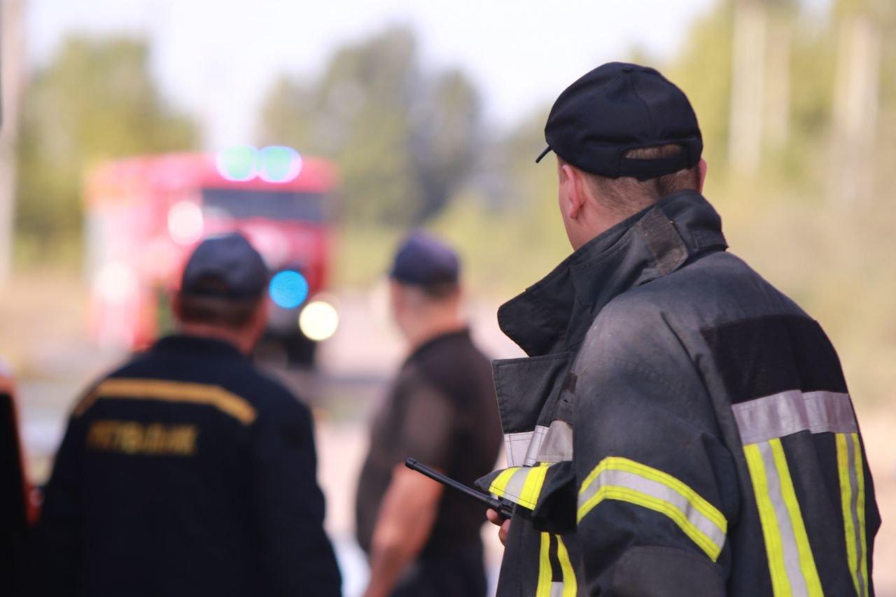 В Киеве продолжается ликвидация пожара на свалке в Дарницком районе - ФОТО, фото-2