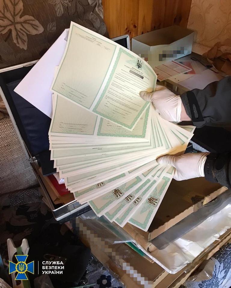 Под Киевом обнаружили две фабрики поддельных документов - ВИДЕО, фото-1
