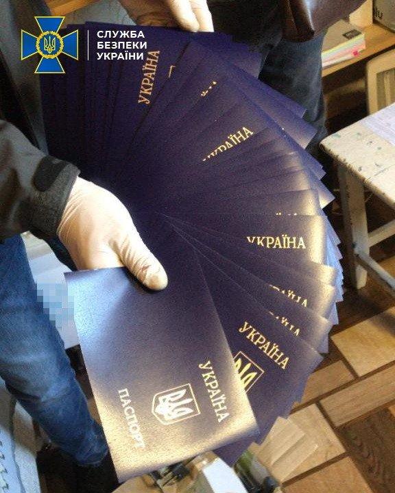 Под Киевом обнаружили две фабрики поддельных документов - ВИДЕО, фото-5