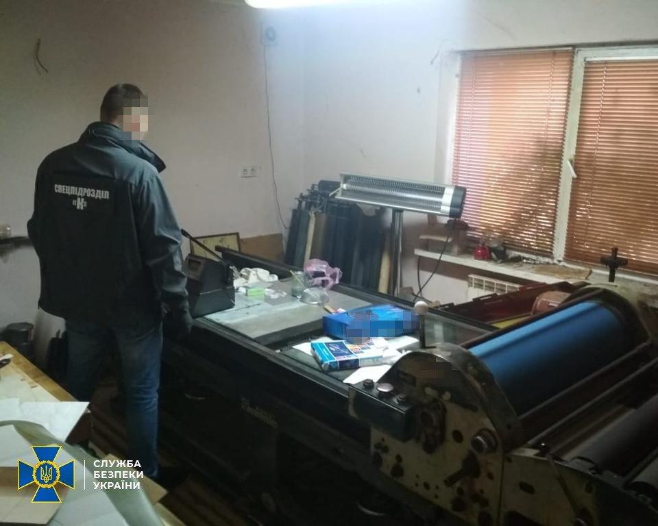 Под Киевом обнаружили две фабрики поддельных документов - ВИДЕО, фото-2