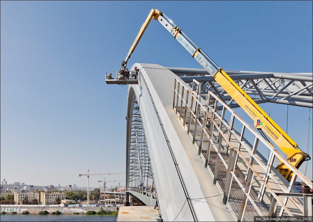 В Киеве на арке Подольского-Воскресенского моста начали монтаж освещения , фото-1