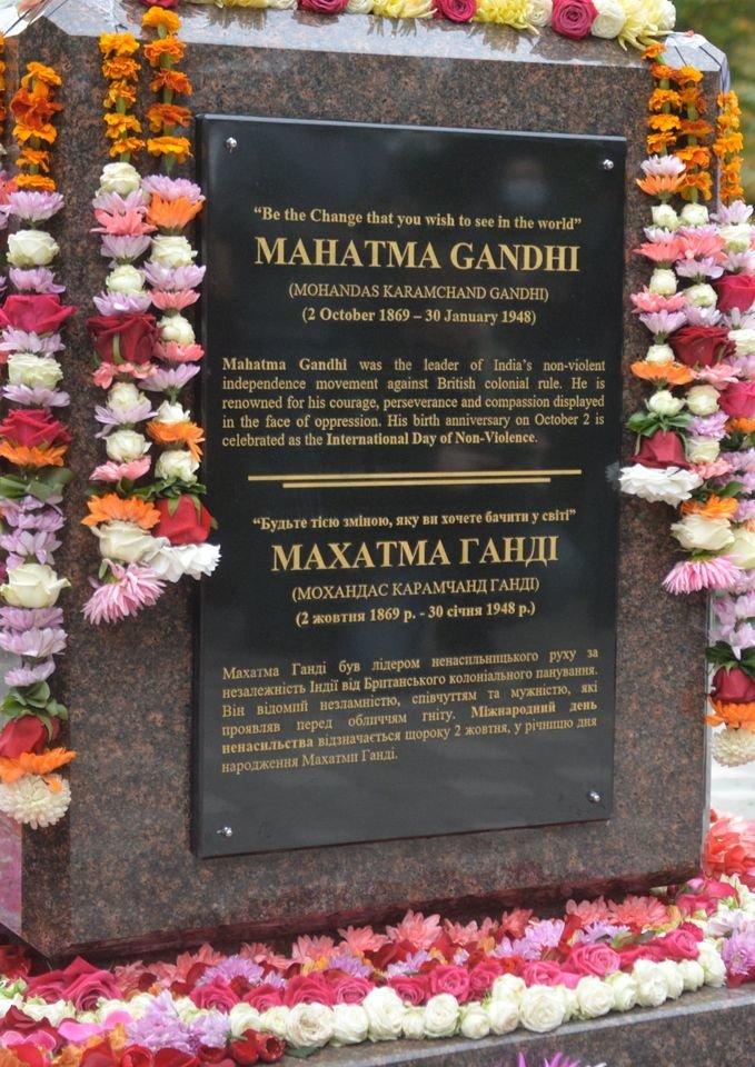 В Киеве появился памятник политику Махатме Ганди, ФОТО, фото-2