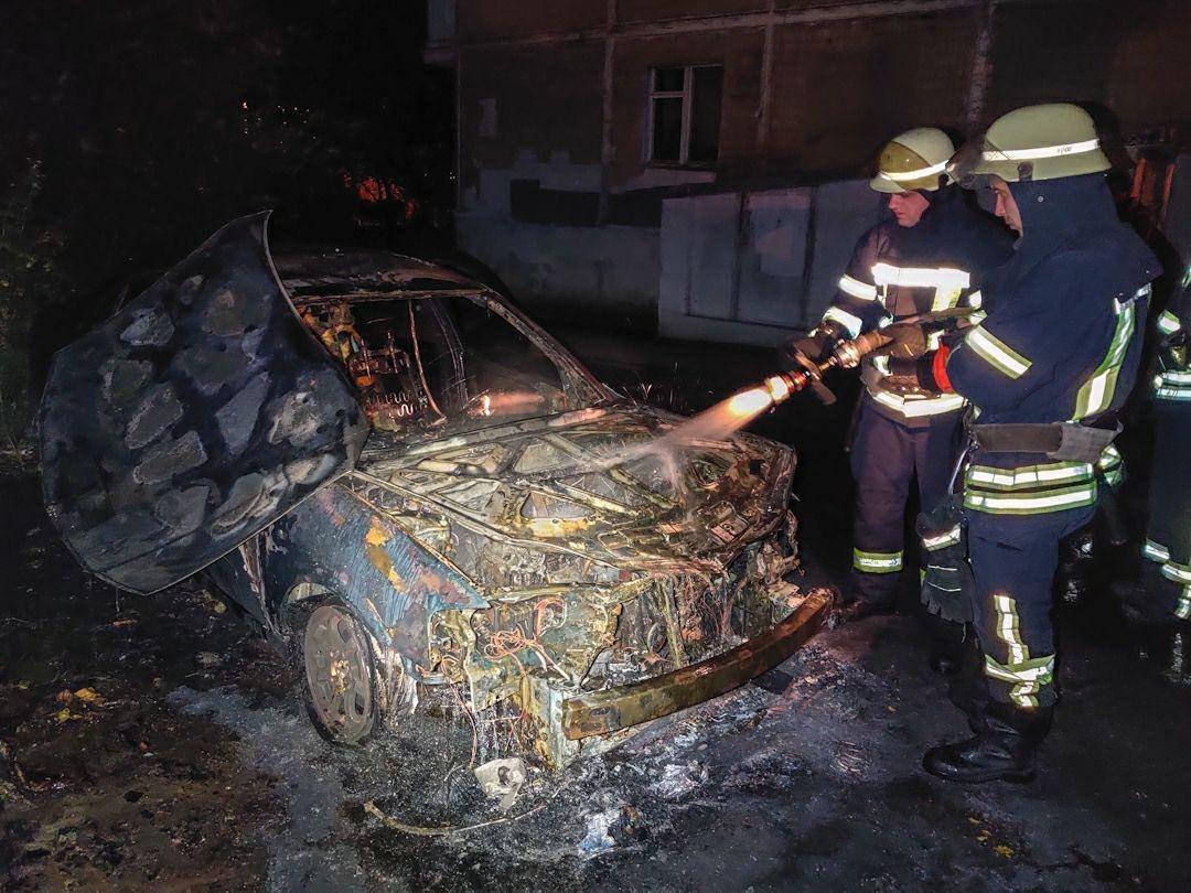 В Киеве на Отрадном ночью сгорели два авто, ФОТО, фото-1