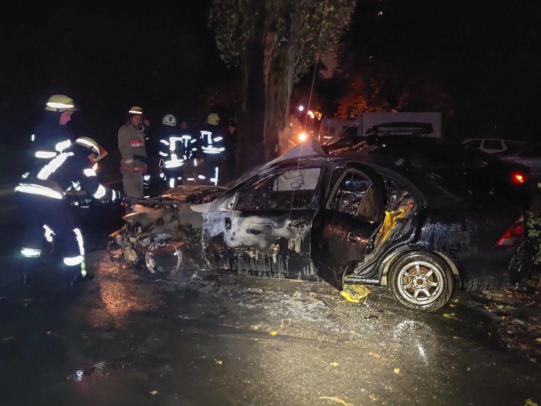 В Киеве на Отрадном ночью сгорели два авто, ФОТО, фото-3
