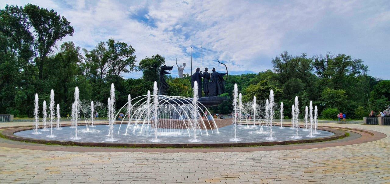 В Киеве стартовал ремонт фонтана возле памятника основателям: он будет с подсветкой, ФОТО, фото-1, Фото Киевзеоенстроя