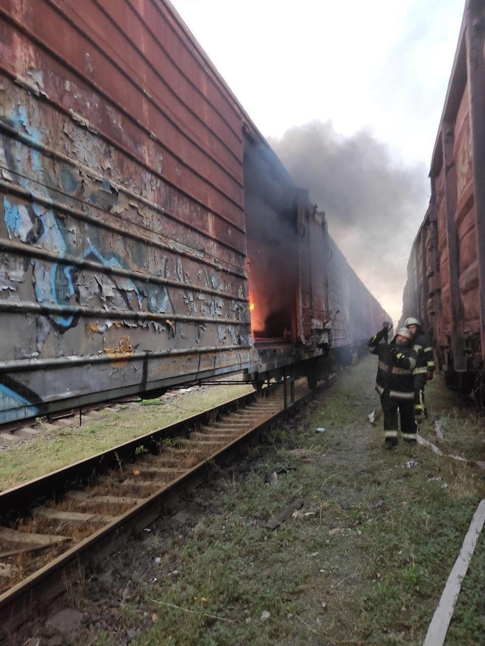 В Киеве на железнодорожной станции горели товарные вагоны,  ФОТО, фото-2