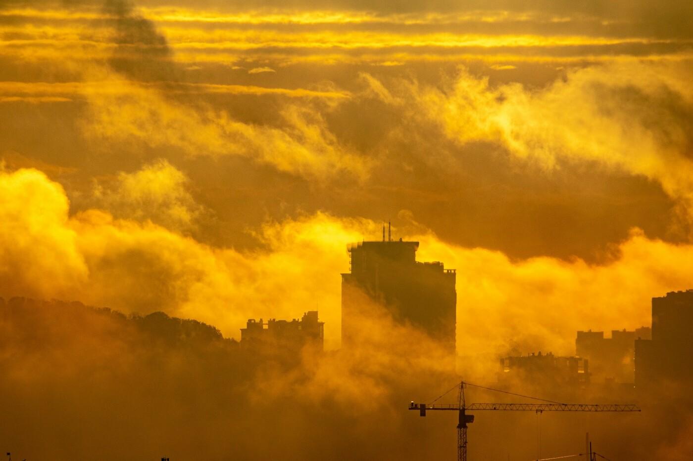 Туман в Киеве: жители столицы показали захватывающие фото ночного города , фото-1, Фото: Vladyslav Sodel