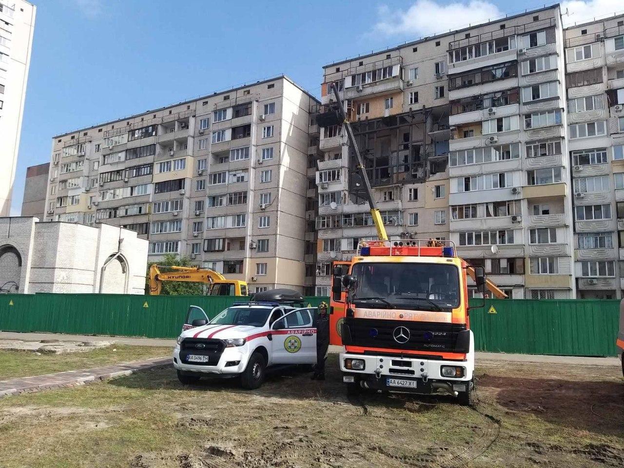 Жителям дома на Позняках, где произошел взрыв, стали возвращать вещи, ФОТО, фото-2
