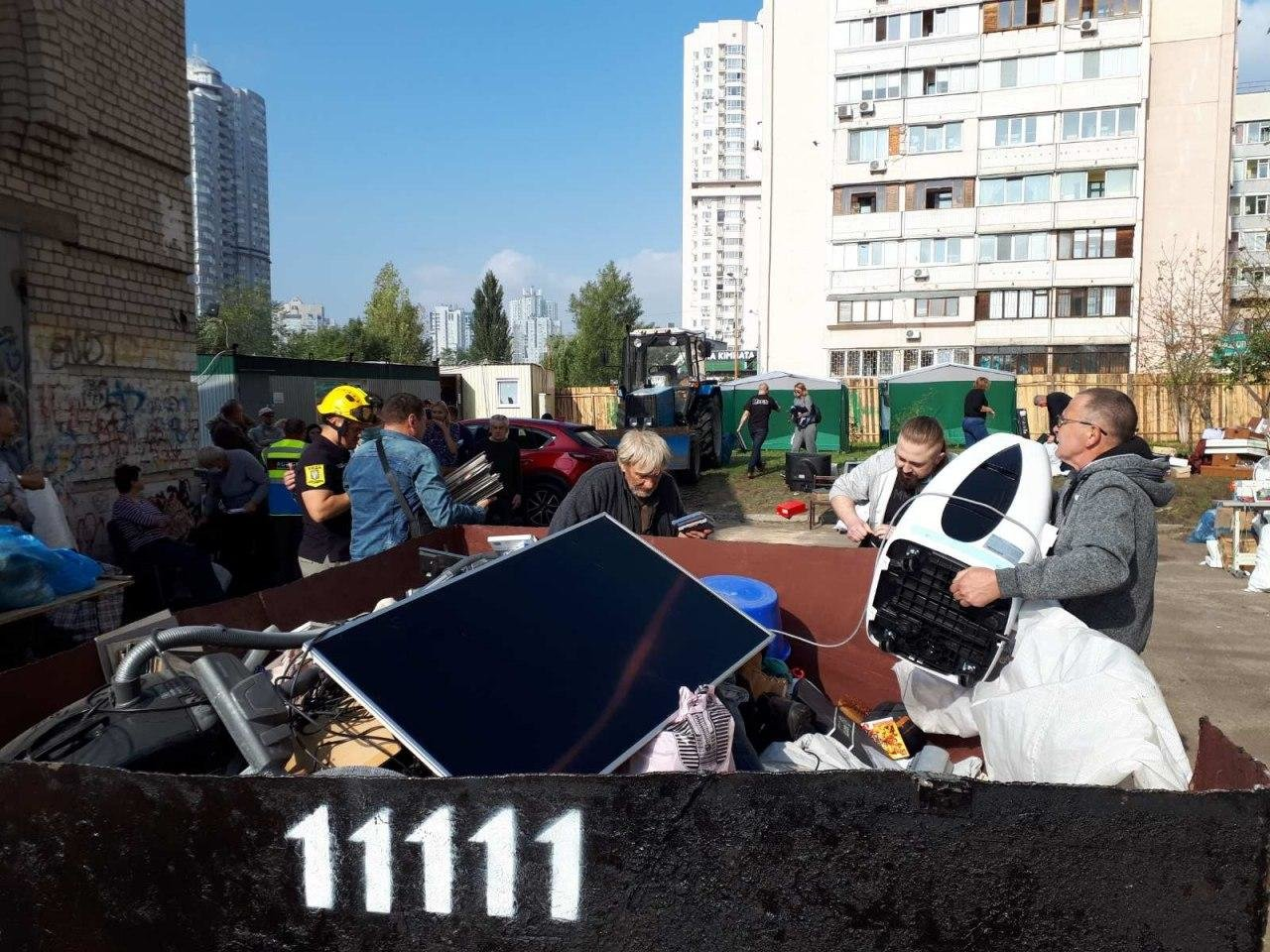 Жителям дома на Позняках, где произошел взрыв, стали возвращать вещи, ФОТО, фото-1