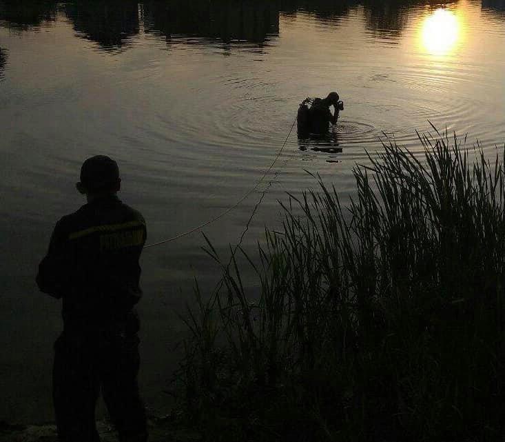 В Киеве на Позняках из озера достали тело мужчины, фото-1