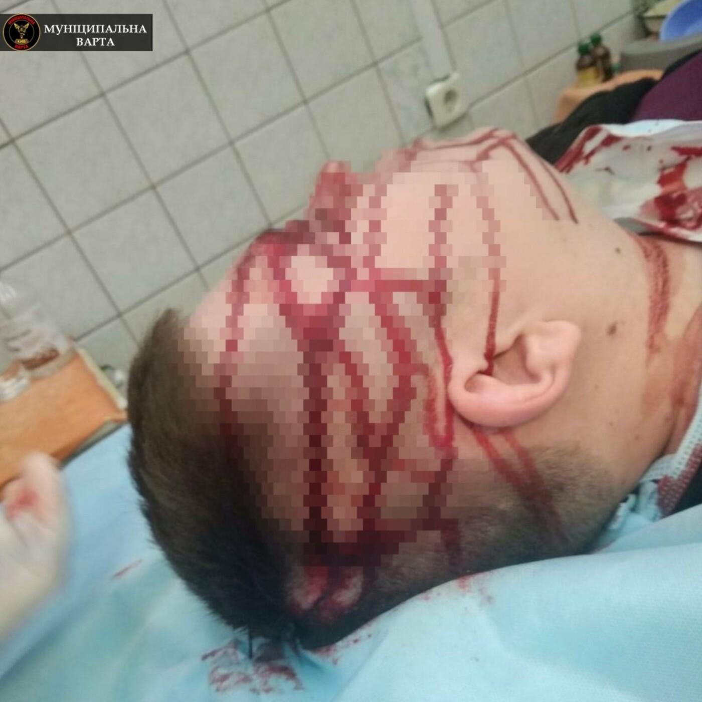 Перелом костей и сотрясение: в Киеве пациент жестоко избил врача, ФОТО, фото-2, Фото Муниципальной варты