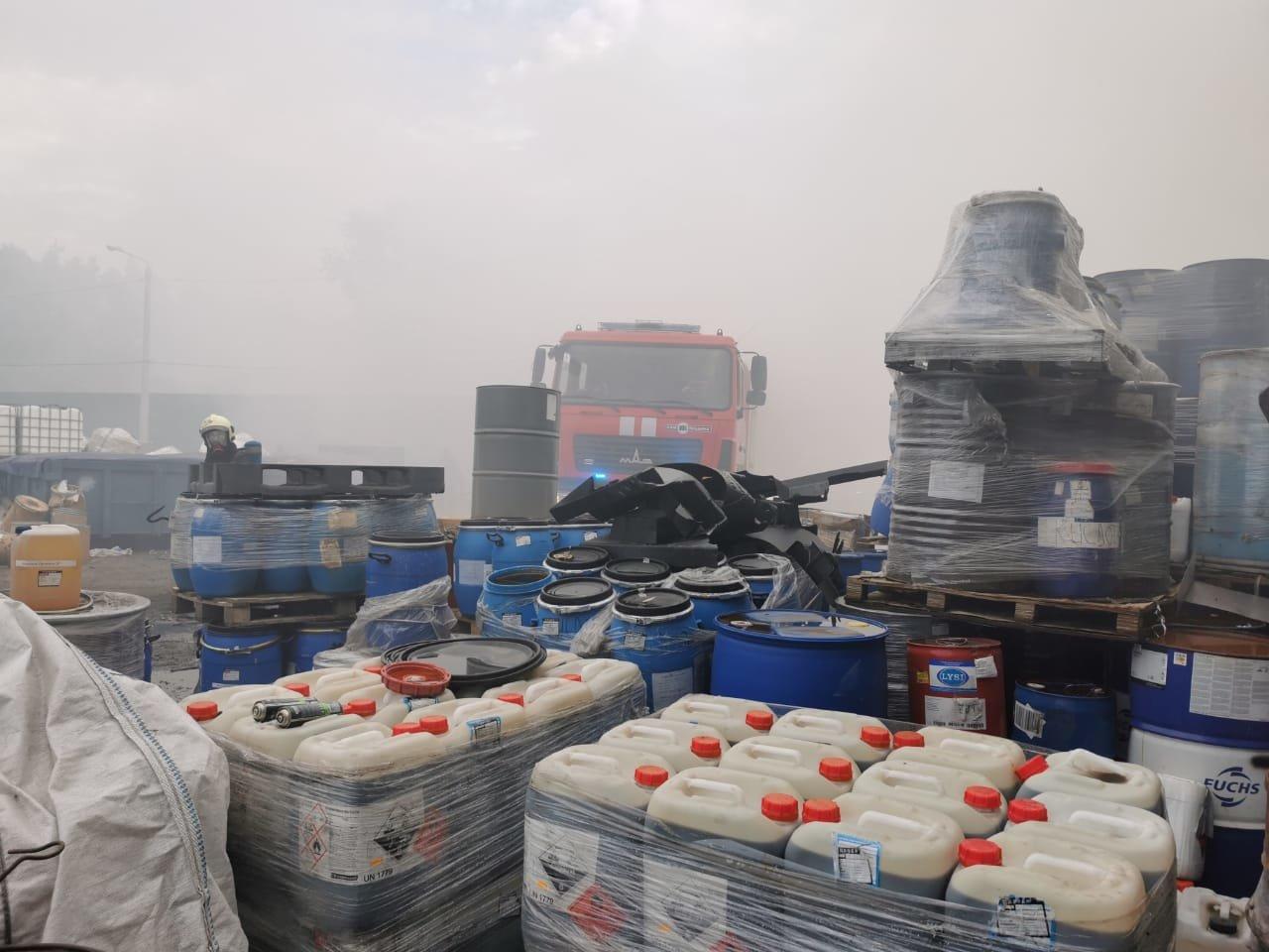 Пожар на предприятии с химикатами под Киевом: есть пострадавшие, ВИДЕО, ФОТО, фото-1