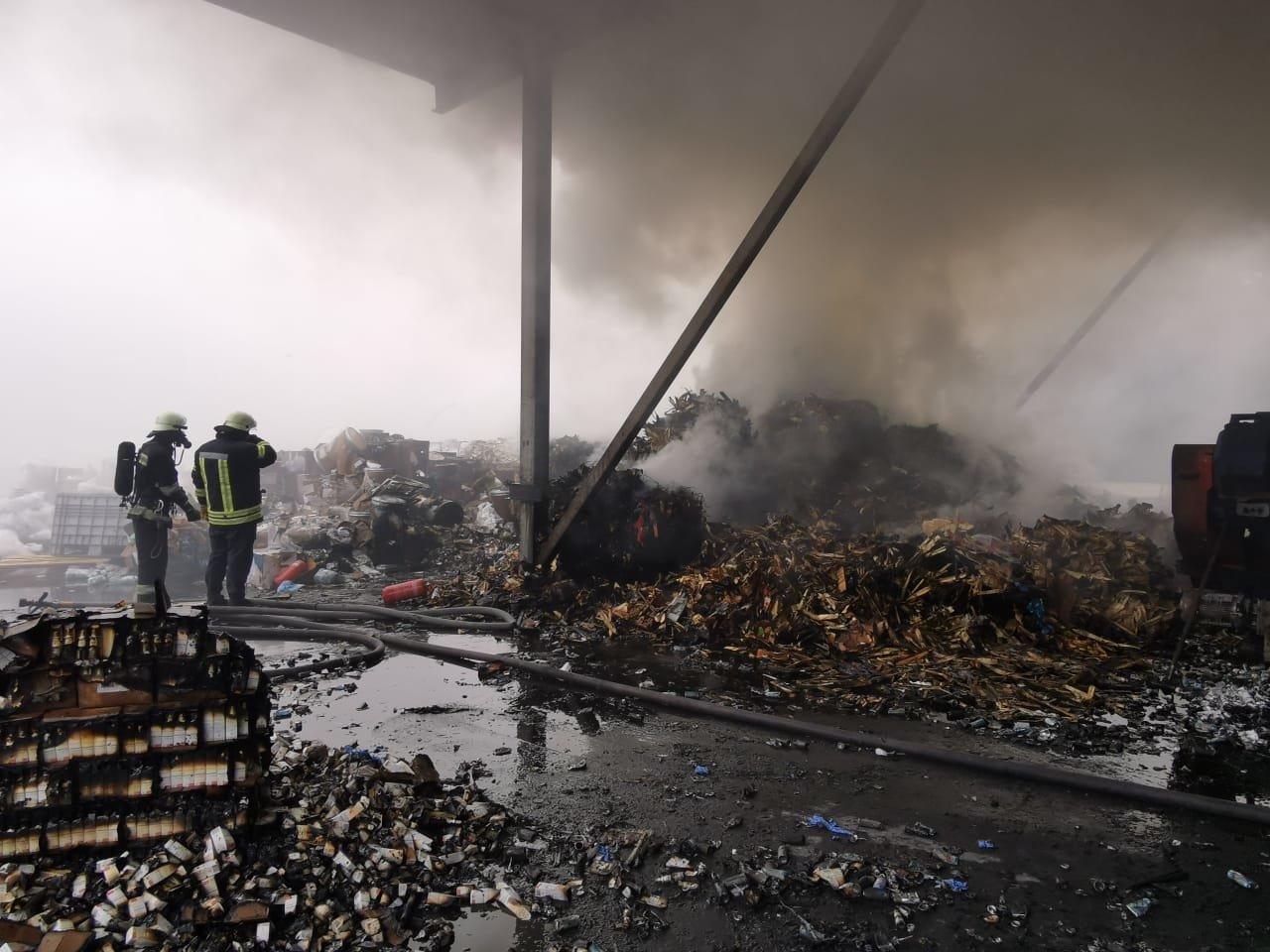 Пожар на предприятии с химикатами под Киевом: есть пострадавшие, ВИДЕО, ФОТО, фото-2