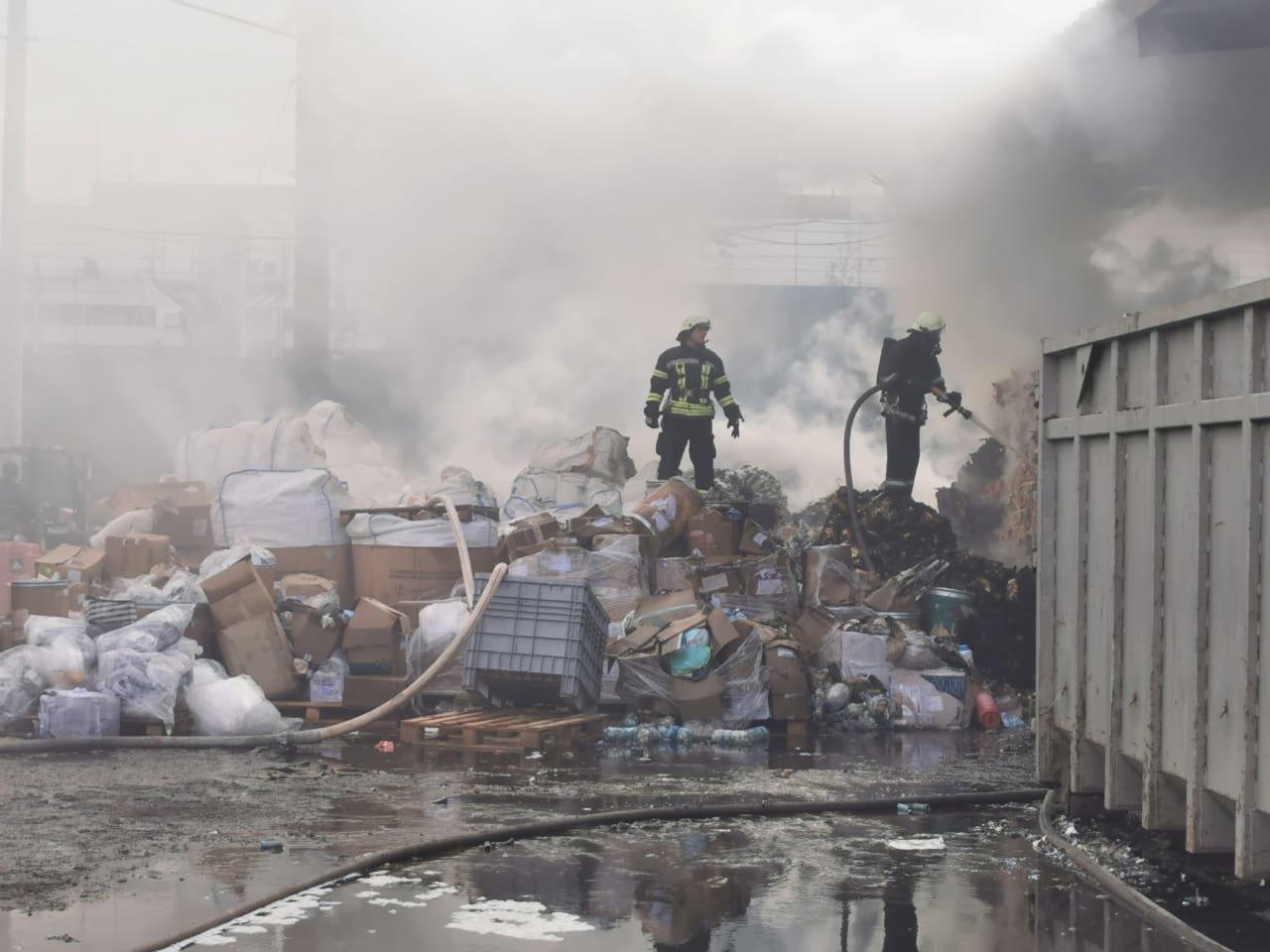 Пожар на предприятии с химикатами под Киевом: есть пострадавшие, ВИДЕО, ФОТО, фото-4