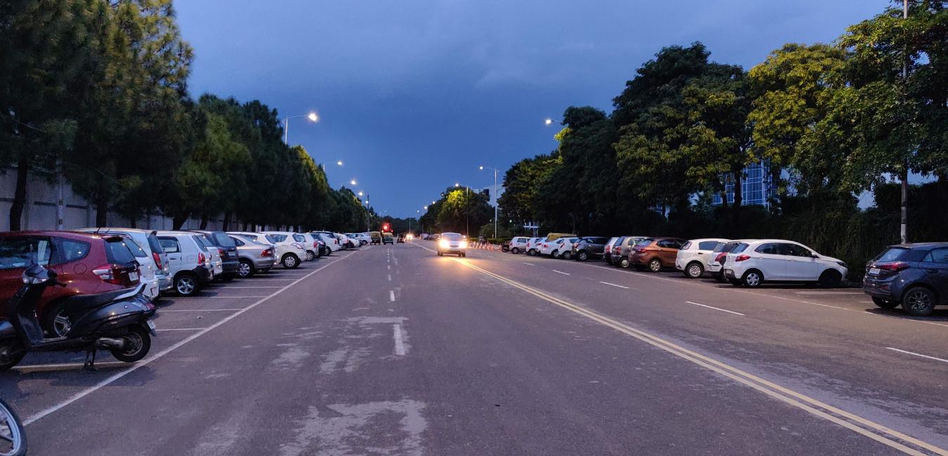 Где оставить машину в Киеве: адреса парковок, цены, способ оплаты и график работы