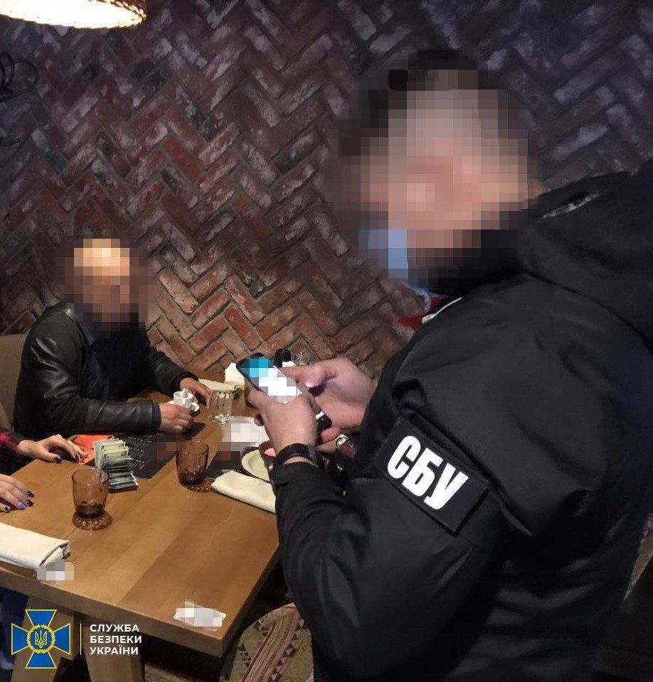 Ректор института организовал схему нелегальной переправки иностранцев в ЕС, ФОТО: СБУ