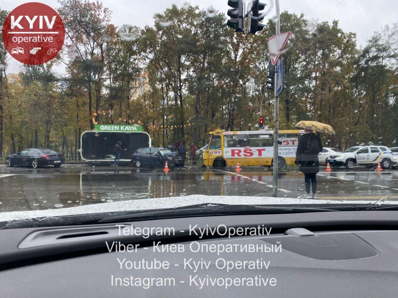 ДТП маршрутки и легковика на улице Жмаченко в Кмеве, Фото Киев оперативный