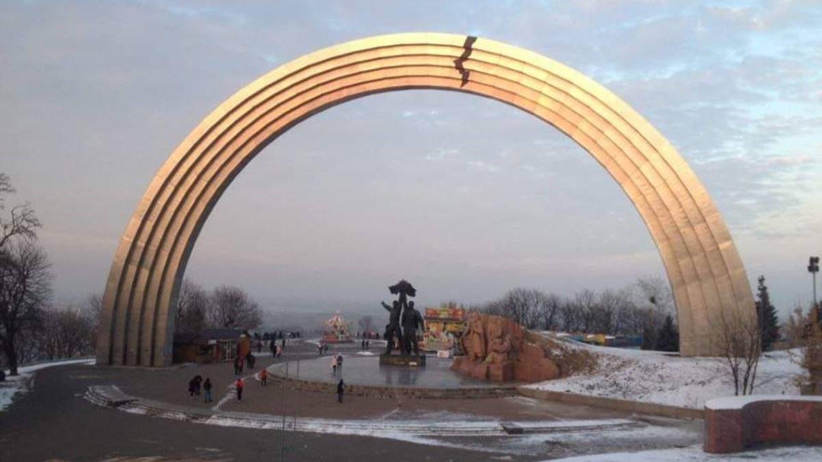 Стеклянный мост в Киеве: как добраться, что посмотреть недалеко, интересные факты