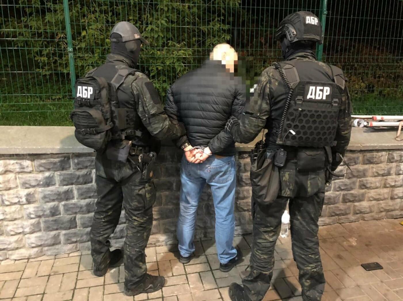 В Киеве задержали полицейских, которые вымогали 250 тысяч гривен у бизнесмена, Фото прокуратуры