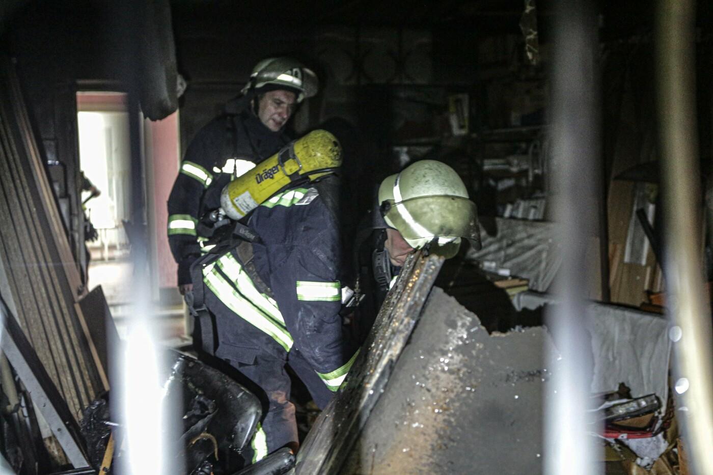 В Киеве горело общежитие НАУ: эвакуировали 120 человек, ФОТО, фото-3, ГУ ДСНС Украины в г. Киеве