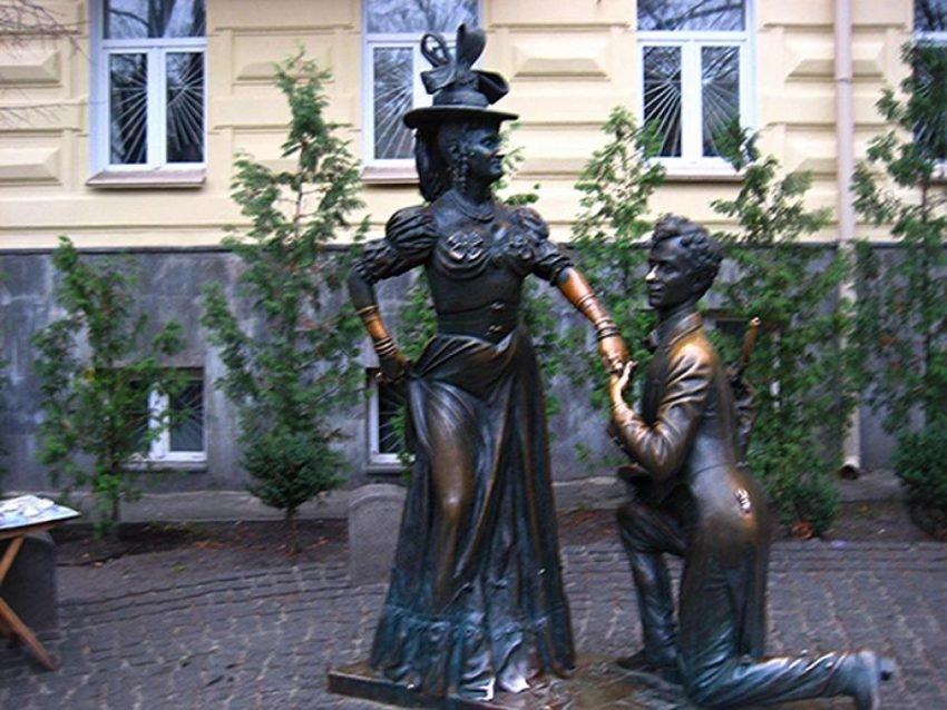Памятник Проне Прокоповне и Голохвастову, Фото: sensum-club.pro