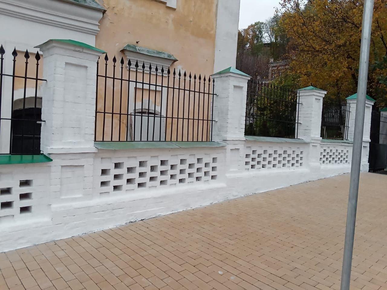В Киеве завершили реставрацию ограды Покровской церкви, которой 248 лет, фото-1, Киевский городской совет